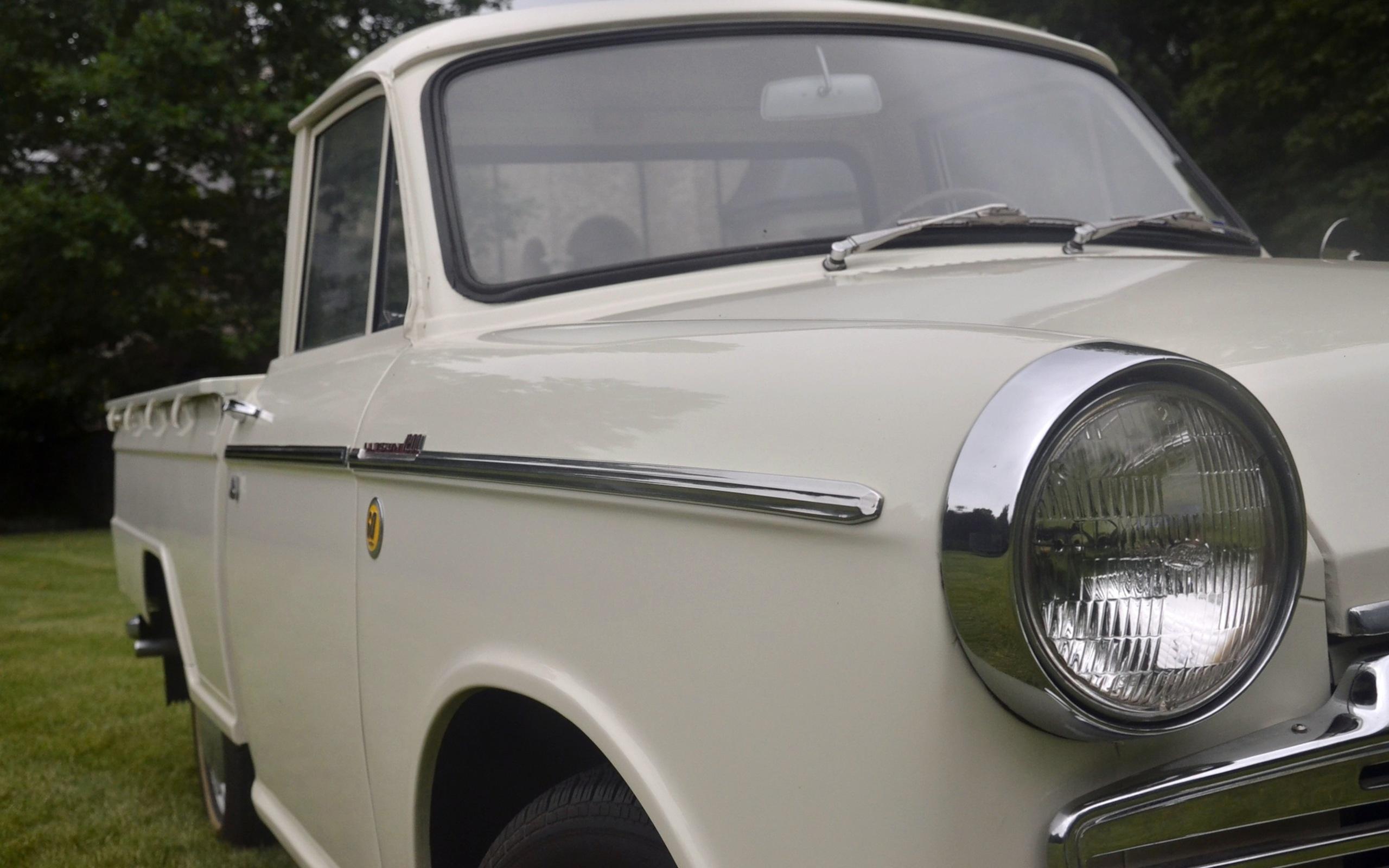 1965_Datsun_L320-03