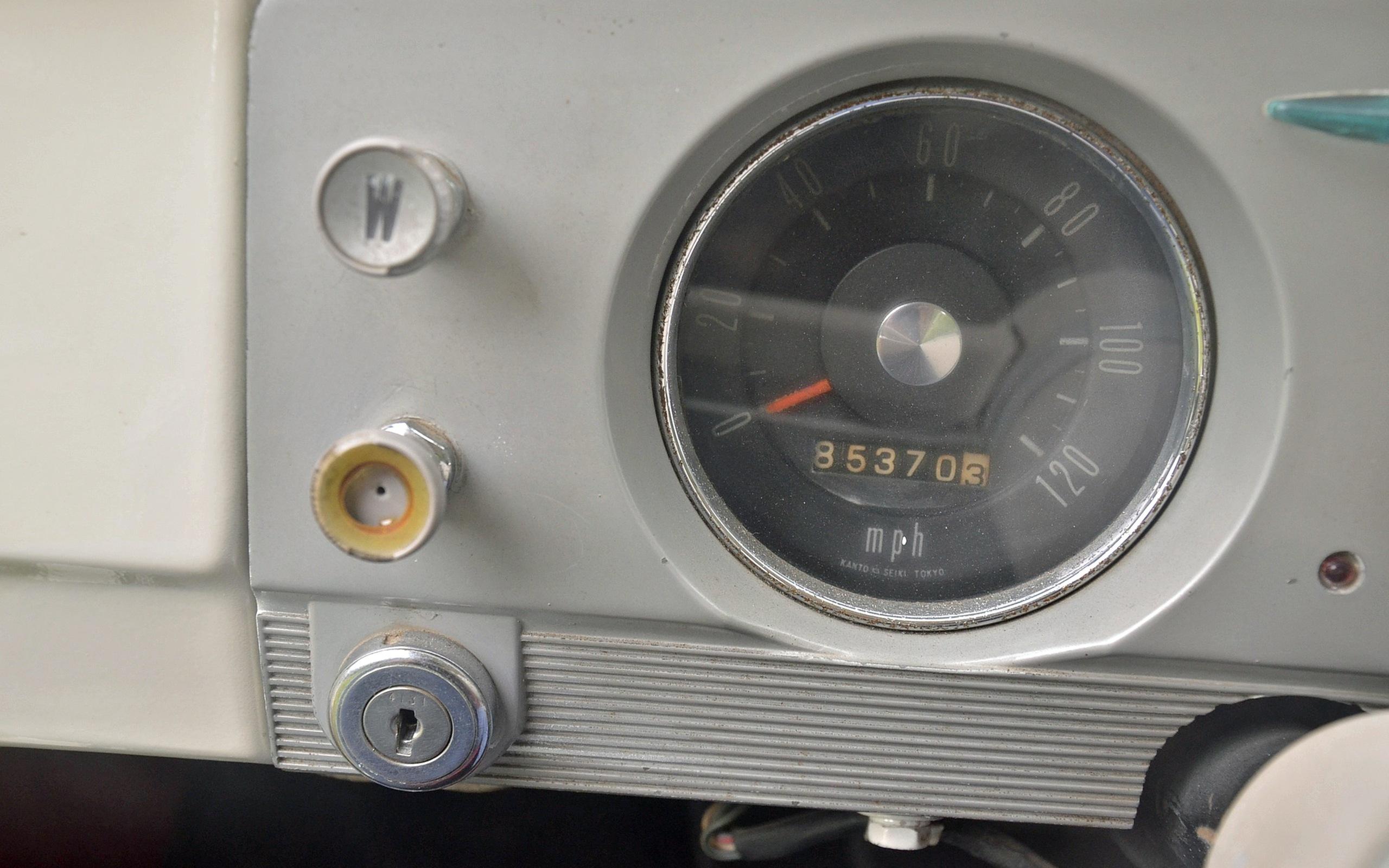 1965_Datsun_L320-27