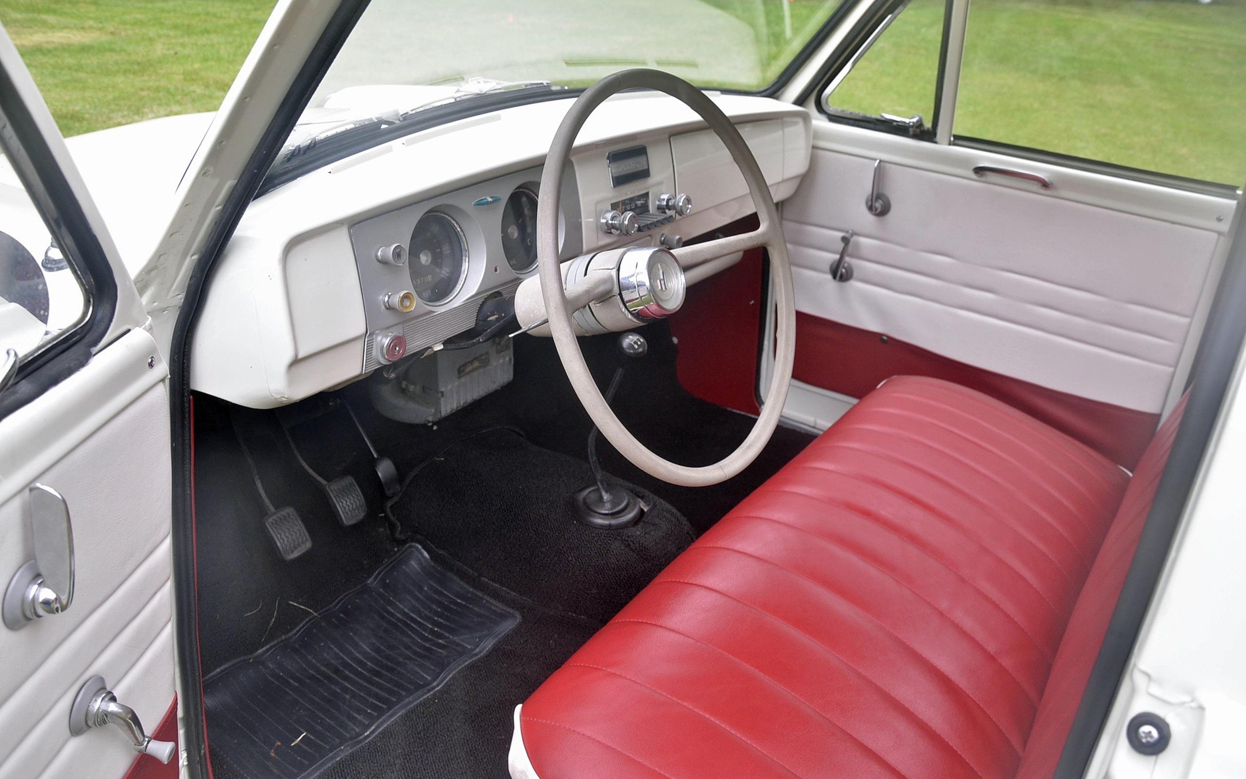 1965_Datsun_L320-35