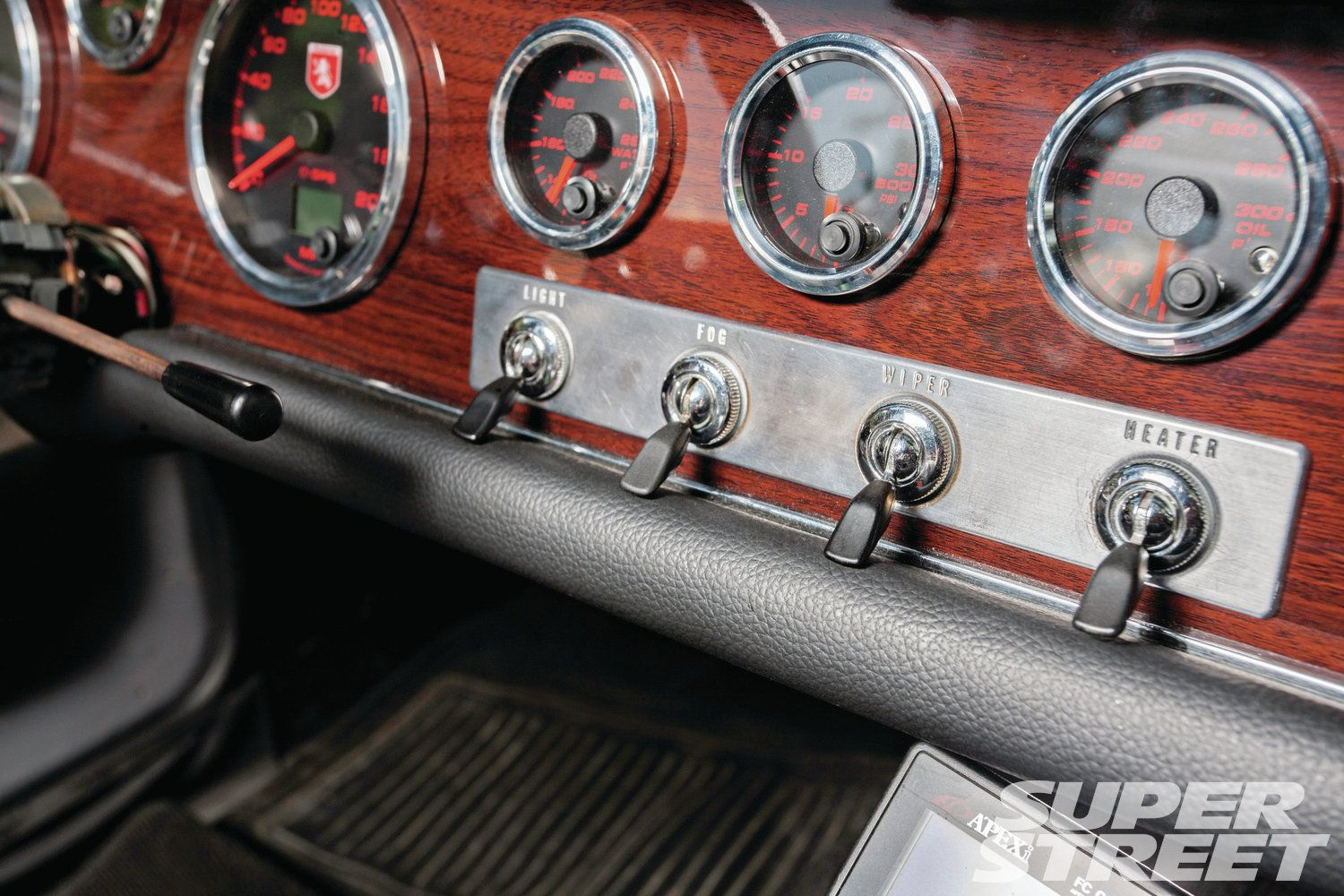 1968-datsun-roadster-2000-custom-gauges