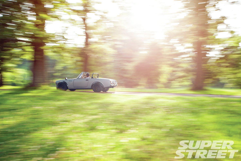 1968-datsun-roadster-2000-rolling-shot